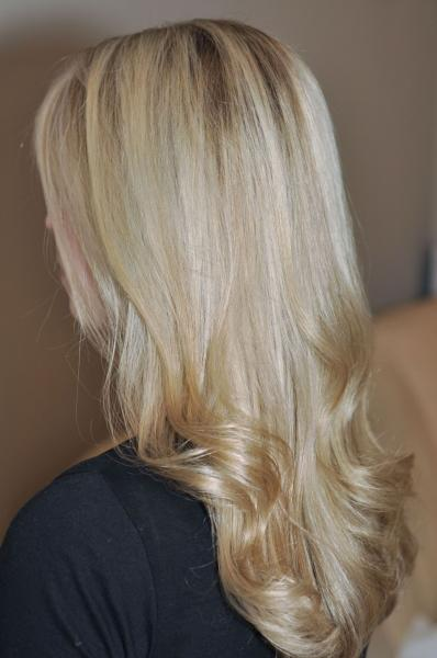Beige hair highlights