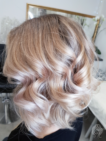 Hair highlights in pearl shade